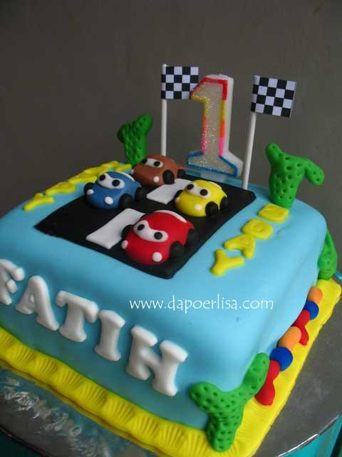 Dan buat Fatih, kue tema Cars dengan base sponge cake coklat filling ...